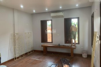 Cho thuê nhà mặt phố Trung Hòa, gần góc Trần Duy Hưng, 80m2 * 4T, tầng 1 thông. Giá 50 triệu/th