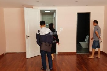 Cho thuê nhà ngõ 102 Ngụy Như Kon Tum - Quận Thanh Xuân, DT 60m2*5 tầng, thông sàn. Giá 29 triệu/th