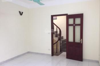 Cho thuê nhà riêng phố Quang Trung - Trần Hưng Đạo: DT 30m2 x 5 tầng, 3 phòng ngủ + khách bếp