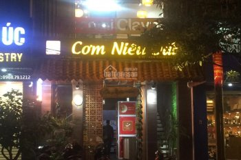 Cần cho thuê mặt phố Hàng Điếu, Hoàn Kiếm, phù hợp kinh doanh nhà hàng, DT 80m2x2T. LH: 0912962398