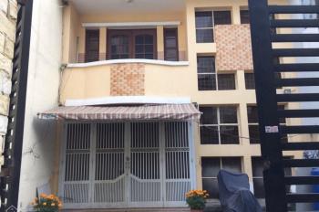 Cho thuê nhà hẻm rộng 6m, đường Trần Xuân Soạn, gần trường học, gần chợ, di chuyển nhanh sang Q4