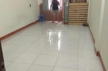 Cho thuê nhà ngõ 261 Trần Quốc Hoàn, 40m2 * 5,5 tầng, 17tr/th