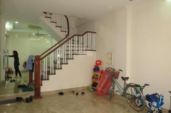 Cho thuê nhà riêng, 60m2, 4 tầng, 6PN, đồ cơ bản, Ngọc Thụy, giá 12 tr/tháng. Liên hệ: 0989 318368
