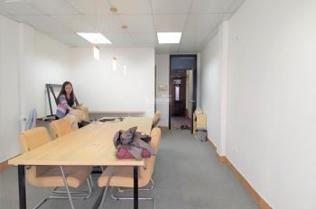 Chính chủ cho thuê văn phòng đẹp mặt đường Giảng Võ, view hồ, 40m2, giá 7.5tr/th. LH: 0914. 838.353