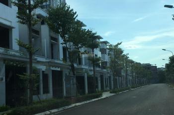 Cho thuê biệt thự Ngoại Giao Đoàn mặt phố Đỗ Nhuận, 250m2 x 3 tầng, nguyên căn