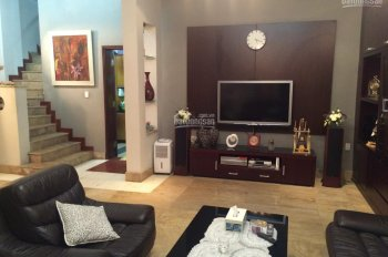 Cho thuê nhà đẹp Đội Cấn gần Lăng Bác, DT 70m2 nhà mới, thiết kế đẹp full nội thất, giá 18tr/tháng