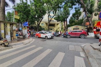 Bán gấp nhà mặt phố Linh Lang, Ba Đình, nhà 5 tầng, mặt tiền 6,1m. Diện tích 45m2, giá 13.5 tỷ