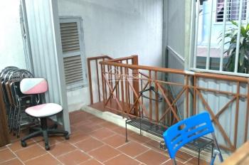 Cho thuê nhà P. 1, Q. Bình Thạnh, 2PN, có sân để xe. gần chợ, trường học, giao thông tiện đi lại