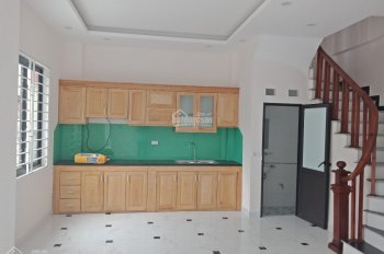 Bán gấp nhà mới 4 tầng tại Tứ Hiệp, Thanh Trì, DT: 40m2. LH: Nguyễn Hoàng: 097.217.2239