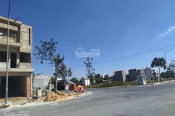 Chính chủ gửi bán nhà mới xây đang hoàn thiện nằm liền kề chợ mới Bình Chánh
