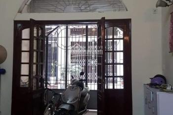 Cho thuê nhà riêng Hoàng quốc việt, bên cạnh Trường Đảng, 56m2 x 3,5 tầng, mặt tiền 4m, Tiện KD