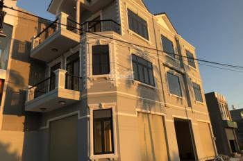 bán căn nhà góc 2 mặt tiền 3 lầu ở mặt tiền đường lò lu 1 trêt 2 lầu. nhà mặt tiền giá cực rẻ