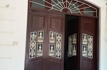 Cho thuê nhà riêng 3 tầng mặt ngõ rộng xe 16 chỗ đỗ cửa
