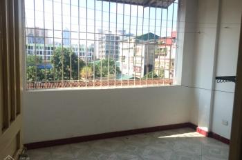 Cho thuê nhà 4 tầng trong ngõ 34 Nguyên Hồng, DT 50m2 x 4 tầng, giá 14 tr/th, ngõ rộng rãi ô tô
