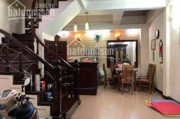 Cho thuê nhà mặt phố Trần Quý Kiên, Dịch Vọng, Cầu Giấy 52m2 x 5T, giá 28tr/th làm spa, kinh doanh