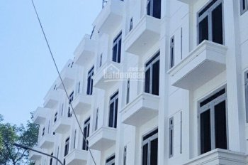 Nhà mới xây Thạnh Lộc, kiểu dáng biệt thự, chính chủ, sổ hồng, LH: 0938.49.6362 Bình