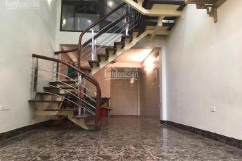Nhà phố Đàm Quang Trung, Long Biên, cách cầu Vĩnh Tuy 50m, DT 41.7m2 giá 2.45 tỷ. LH: 0964.811.355