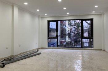Bán tòa nhà văn phòng tại Lạc Long Quân, đường 2 ô tô tránh nhau, MT hơn 5m, KD tốt. LH 0376752087