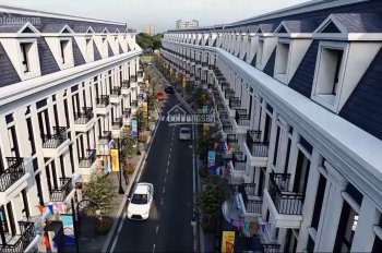 Cần bán gấp căn nhà ngay mặt tiền đường Bùi Thị Xuân, TX Dĩ An, NH hỗ trợ 60%. LH 0393760544