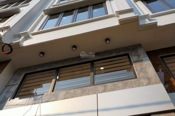Bán nhà ngõ 123 Trung Kính ngõ thông kinh doanh tốt DT 42m2 x 5 tầng, mặt tiền 3,5m hướng nam