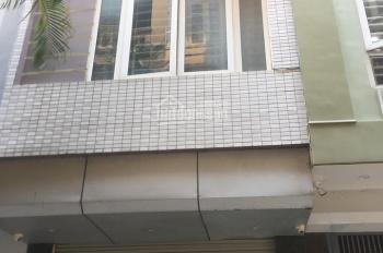 Cho thuê nhà ngõ 261 Trần Quốc Hoàn. DT 40m2, 4T, ô tô TN, giá 12tr/tháng