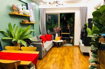 Bán căn hộ có ban công tầng 4, nhà trống, giá 1,73 tỷ, Ms Ni 0988 063 061