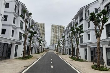 Cần bán căn liền kề ST5 Đông Nam, nằm cạnh công viên, số nhà 18, nhận nhà ngay, trả chậm 18 tháng