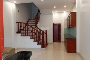Bán nhà mới xây Gia Quất, Thượng Thanh giá rẻ ô tô vào nhà