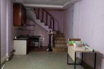 Cho thuê nhà ngõ 80 Hoàng Đạo Thành, 35m2 x 4 tầng, ngõ ô tô, kinh doanh, giá 9tr/tháng