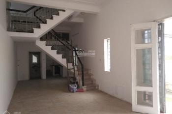 Cho thuê nhà mặt ngõ Định Công Hạ, ô tô vào cửa, 60m2 x 2,5 tầng, sân rộng 50m2, giá 7,5 triệu