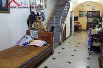 Gia đình đang có nhu cầu bán nhà riêng trong trường Đại Học Hà Nội đường Nguyễn Trãi.