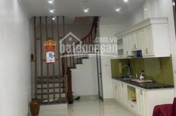 Cho thuê nhà riêng , 30 M2 x 4 tầng tại 696 Phố Nguyễn Văn Cừ , Long Biên ,Hà Nội.