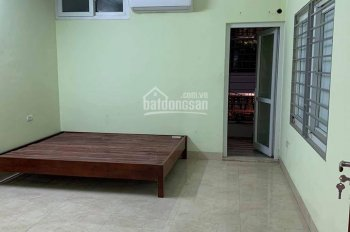 Cho thuê phòng CCMN Triều Khúc 25m2 khép kín nội thất đầy đủ có sân để xe, ban công tháng mát
