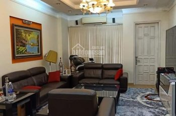 Chính chủ bán nhà phố Ngọc Thụy, nhỉnh 2.5 tỷ có nhà diện tích rộng, ô tô đỗ, ba bước ra phố.