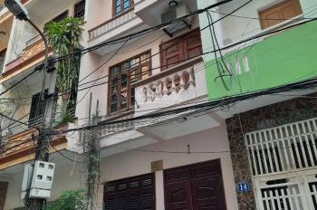 Cho thuê nhà ngõ phố Dịch Vọng, Cầu Giấy. DT 50m2, 3 tầng 1 tum, mỗi tầng chia 2P, full đồ