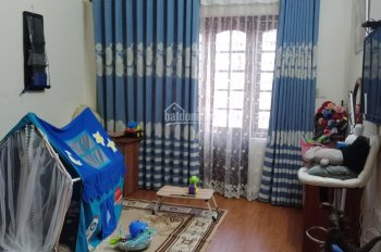 Bán nhà 3 tầng 1 tum P. Ngọc Lâm 4 phòng ngủ, 1 phòng thờ 3 vệ sinh, DT 61.2m2 rộng 4.10m dài: 15m