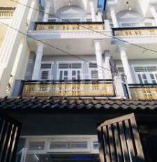 Gia đình bà cô cần bán gấp căn nhà 4 x 11m(2 lầu) hẻm 1 sẹc rộng 8m  tại Quận Bình Tân