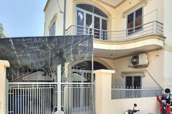 Nhà hẻm 88 Nguyễn Văn Quỳ Q7, DT 10x5m, 3PN , 2Wc, 2 Phòng khách , Có sân rộng ,Lầu có bangcong đẹp