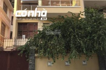 Nhà thuê mặt tiền đường Hoa Đào, Phú Nhuận. DT 8x18m, 2lầu, khu chuyên tập trung kinh doanh sầm uất