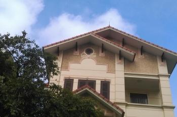 Cho thuê biệt thự phố Trần Bình, giao Nguyễn Hoàng, đối diện phố Duy Tân. DT: 150m2, 40tr/tháng