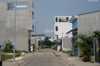 Tôi cần bán đất 5x16m đối diện trường Nguyễn Văn Trỗi, Nguyễn Duy Trinh, Quận 2, sổ riêng. Giá 2 tỷ