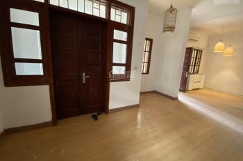 Cho thuê nhà riêng phố Võ Văn Dũng DT 70m2 x 3T, MT 10m, nhà mới sơn sửa, giá 24 triệu/tháng