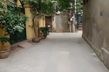 Bán nhà ngõ 569 Lạc Long Quân, Tây Hồ, HN. Diện tích:30m,mt;3,5mx3,5 tầng. Ngõ thông thoáng.
