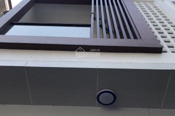 Cho thuê nhà mặt tiền Hoa Lan, P. 2, Phú Nhuận, DT 4x16m, trệt 3 lầu với 5 phòng