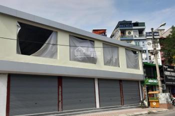 Cho thuê nhà mặt tiền 10m, hè rộng tại mặt phố Nguyễn Khánh Toàn. Diện tích 200m2 x 3 tầng