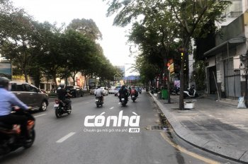 Cho thuê nhà mặt tiền Trường Sơn, khu sân bay Tân Sơn Nhất, Tân Bình. DT: 5x30m, 3 lầu, vỉa hè rộng