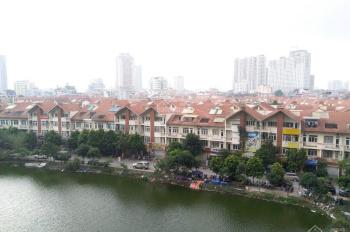 Chính chủ cần bán gấp căn hộ 121m2, có nội thất, chung cư cao cấp gần siêu thị Big C, Cầu Giấy