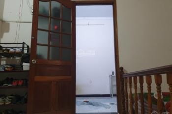 Phòng trọ có nội thất cho thuê Bình Thạnh, có máy lạnh Inverter. Giá 2.6 tr/th