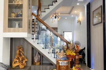 Nhà đẹp 1 trệt 3 lầu, nhà Lê Văn Chí Phường Linh Trung giá 8.2 tỷ LH 0938788709