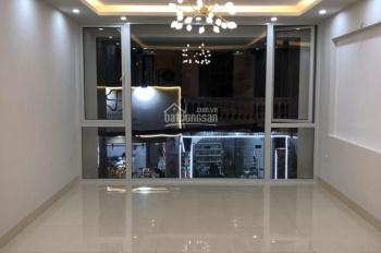 Cần bán nhà phố Nguyễn Ngọc Vũ - Cầu Giấy, nhà đẹp, kinh doanh tốt, có thang máy, ô tô để trong nhà